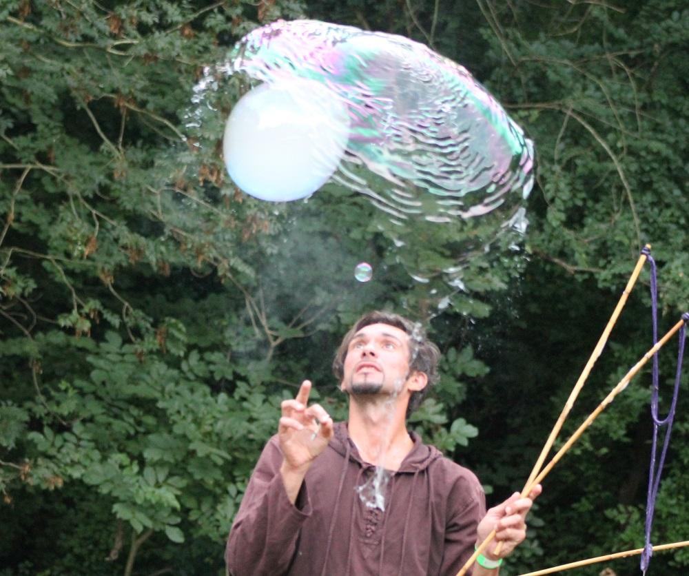 Flow of Nature Festival Riesenseifenblasen Workshop